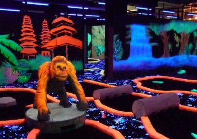 orang outan en décor 3D fluo