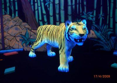 Tigre en décor 3D fluo